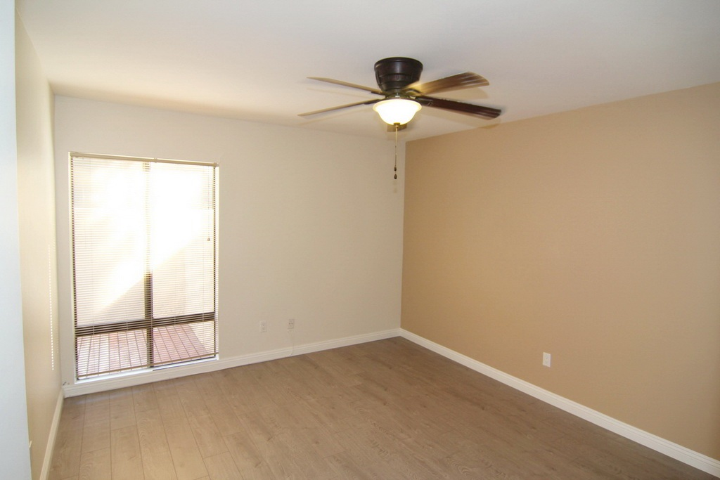 Bedroom with Shower and Bath at 3000 Asscoated Rd. Unit 53